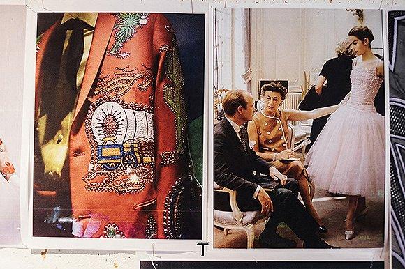 来看看印花女王的一条裙子,如何从草图到登上秀场