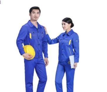 如何挑选一款适合自己的定制西服?定制西服又该怎么搭配呢?